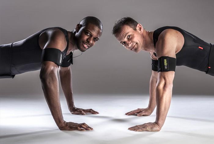 EMS Training Liegestütz, zwei Männer